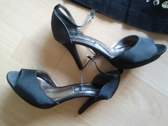 peep_toe_satin